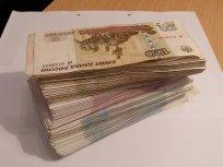 Sterta banknotów do przeliczenia - nada się liczarka do banknotów